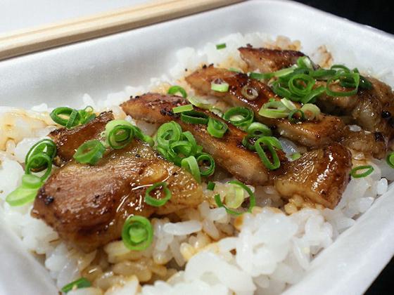 株式会社 四国屋台村 新居浜代表B級グルメ「ぶひ丼」