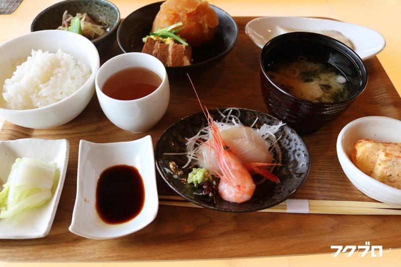 海のレストラン「おおとく」 : 肉じゃがランチ(1)