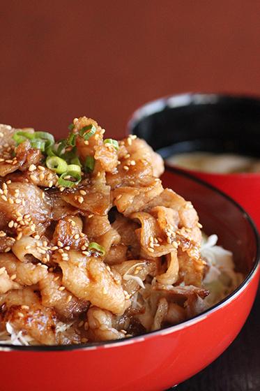 鹿児島県かのや豚ばら丼研究会 かのや黒豚薔薇丼