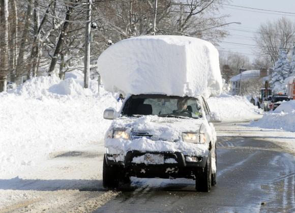 タイヤ 雪 道 ノーマル 大雪で積雪してるのにノーマルタイヤで車を運転して立ち往生するお馬鹿さん まとめ