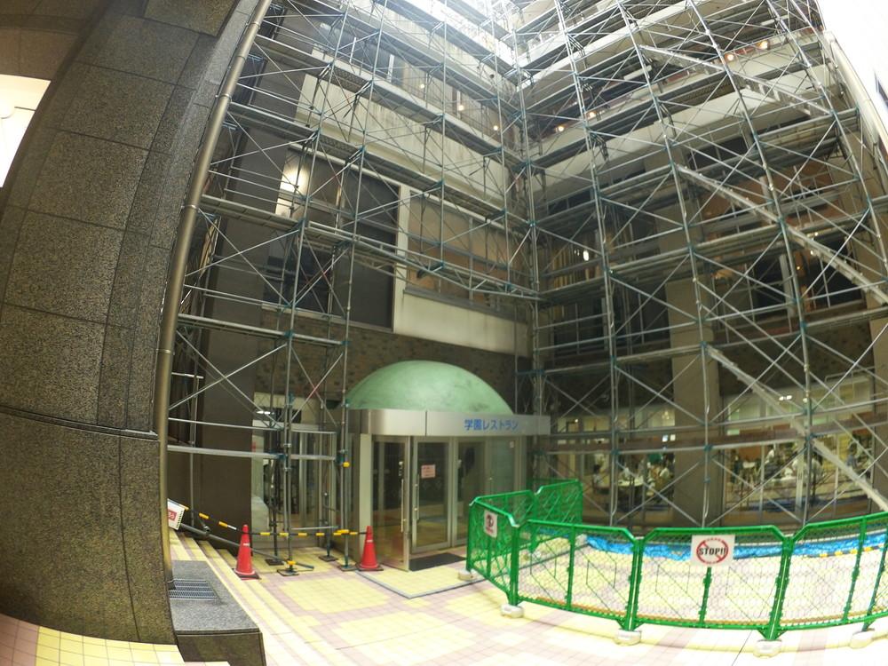 福井工業大学食堂入口2
