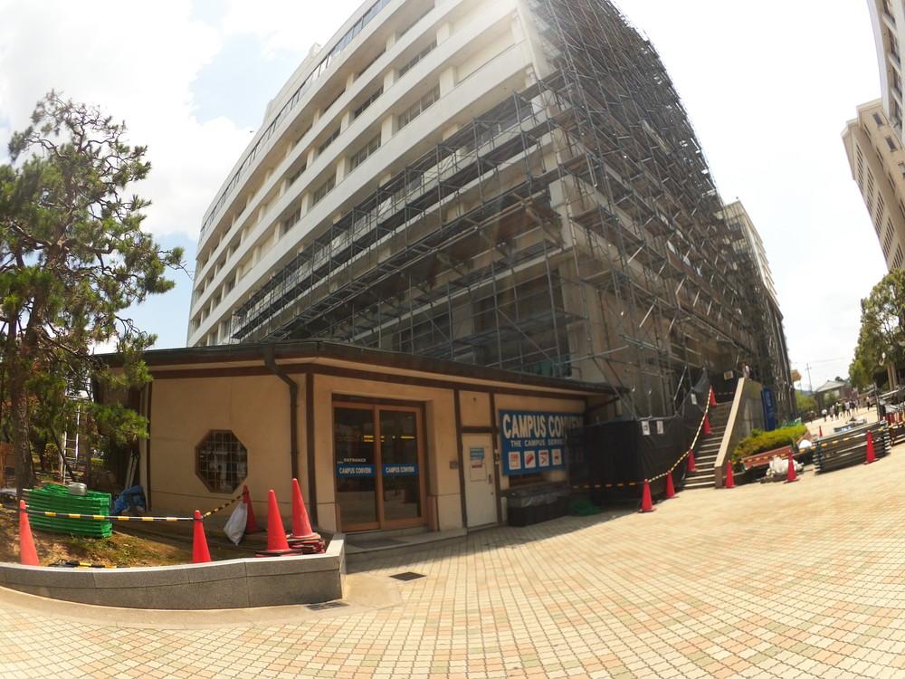 福井工業大学食堂入口3