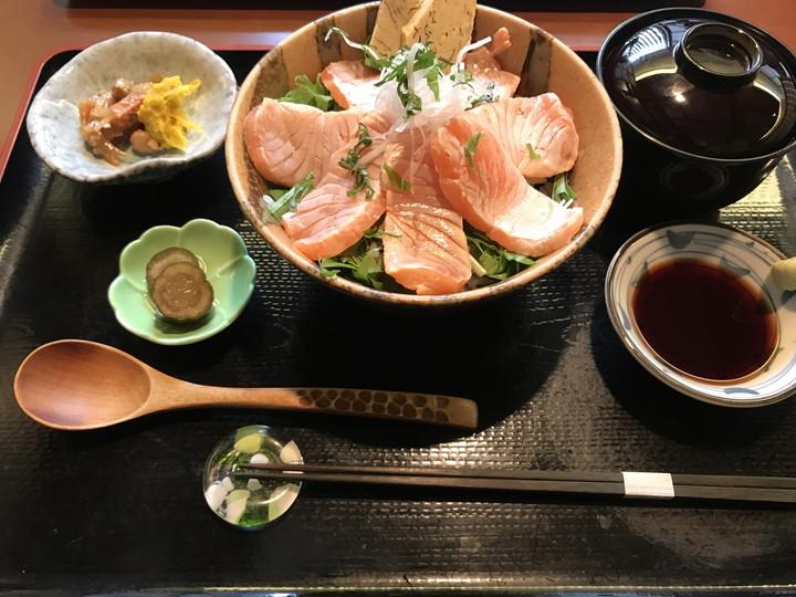 いし森 炙りサーモン丼