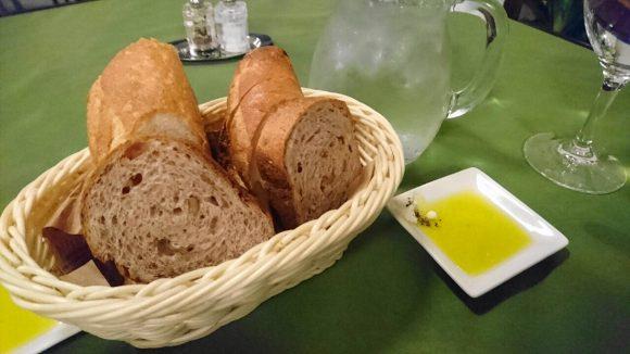 クルミパンとフランスパン